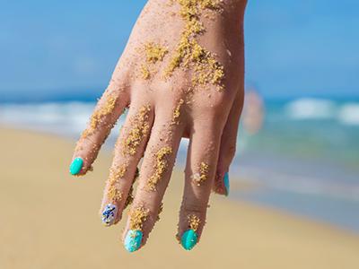 Морской дизайн ногтей: летим на море с клевыми ноготками!